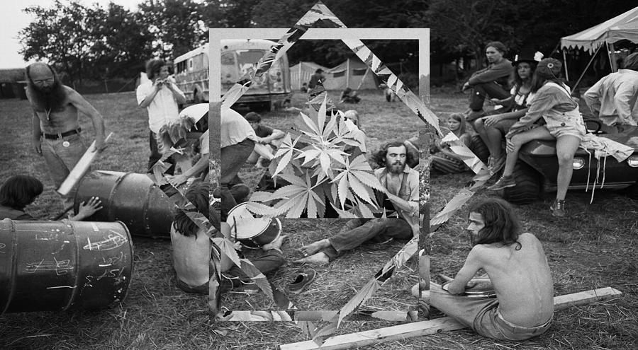 Hippies Smoking Weed 1960 cannabis in Woodstock ...