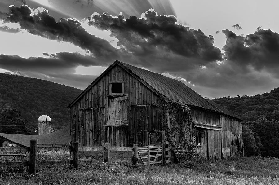 Kent Connecticut Photograph - Caseys Barn-black And White  by Thomas Schoeller