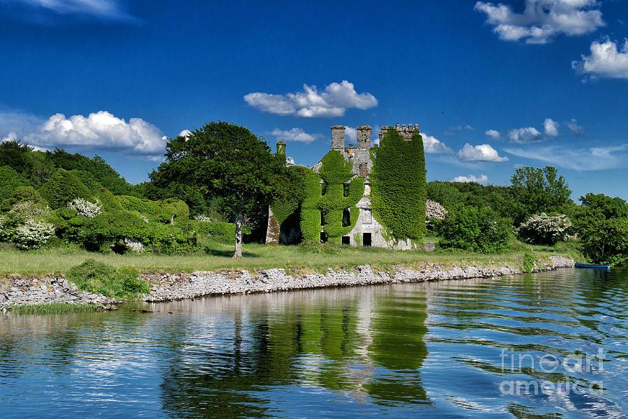 Irland Photograph - Castle Menlo  by Juergen Klust