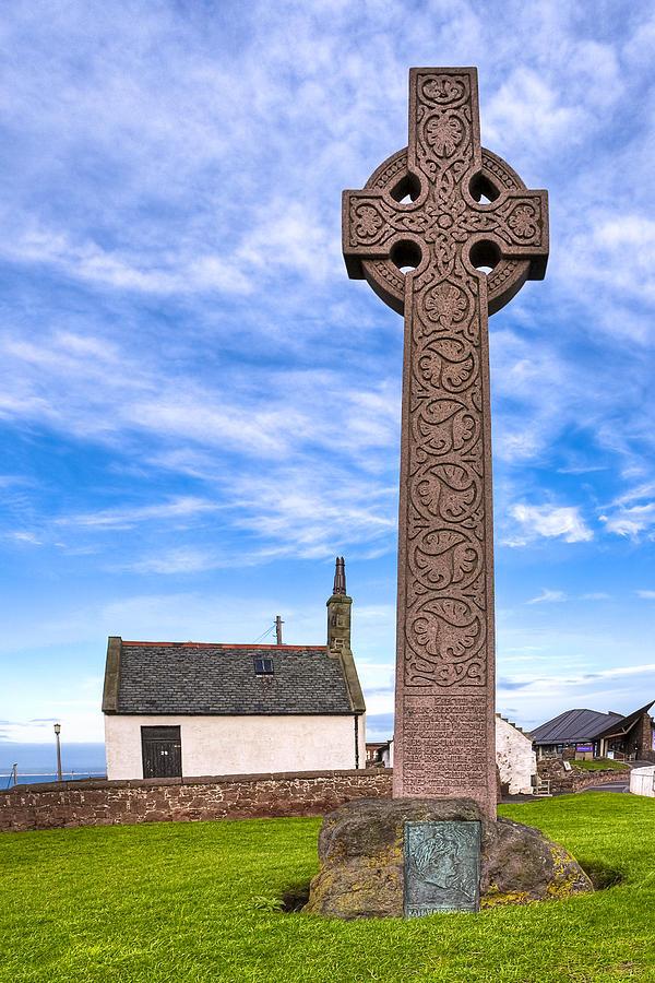 Celtic Cross Photograph - Celtic Cross On The Scottish Coast At North Berwick by Mark E Tisdale