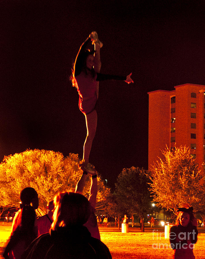 Cheer Leaders At Texas Tech Home Coming Photograph by Mae Wertz