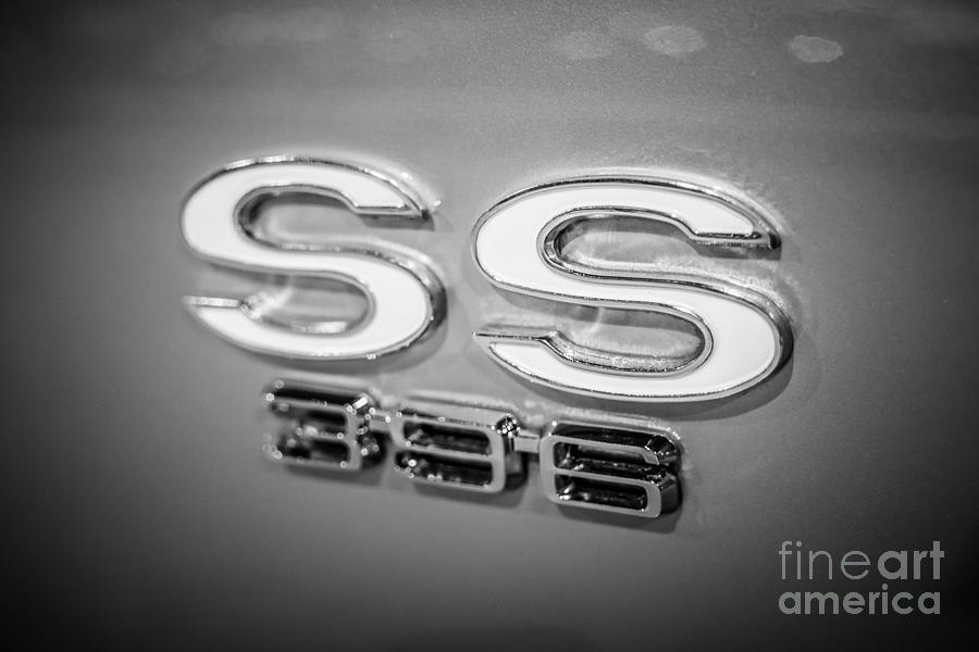 396 Photograph - Chevrolet Ss 396 Emblem by Paul Velgos