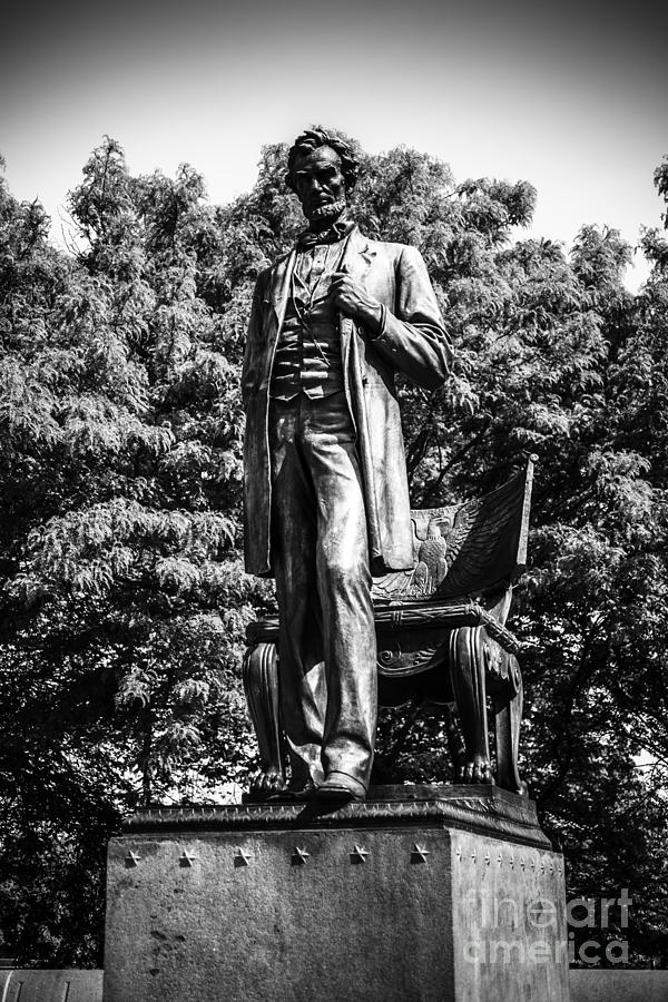 Chicago Abraham Lincoln Statue In Black And White Photograph