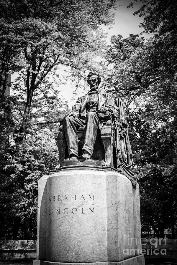 Chicago Lincoln Head Of State Statue In Black And White Photograph
