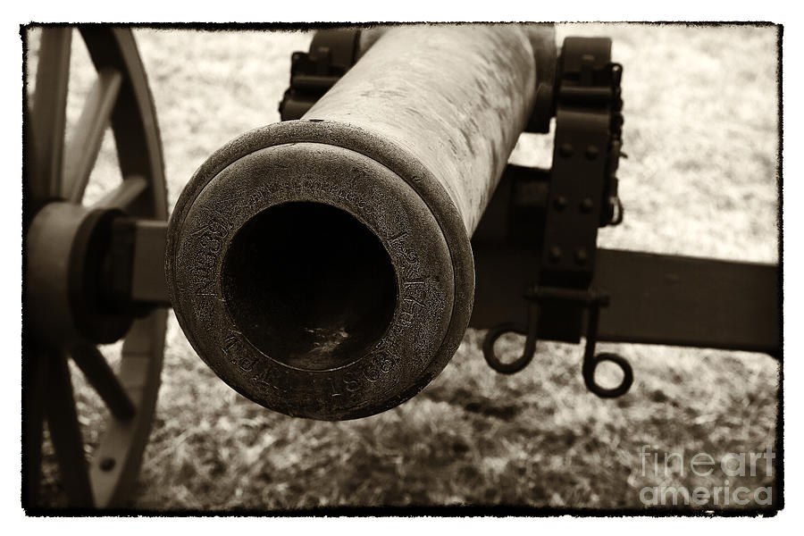 Cannon Photograph - Choosing Targets by John Rizzuto