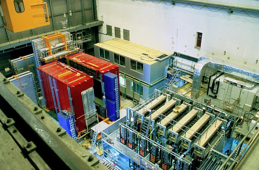 Chorus Photograph - Chorus And Nomad Neutrino Detectors by Cern/science Photo Library