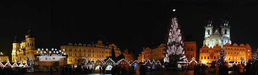 Panoramic Photographs Photograph - Christmas Market by Gary Lobdell