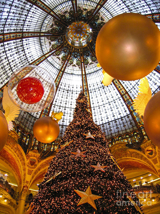 Christmas Cards Photograph - Christmas Spirit In Paris At The Galeries Lafayette 1 by Menega Sabidussi