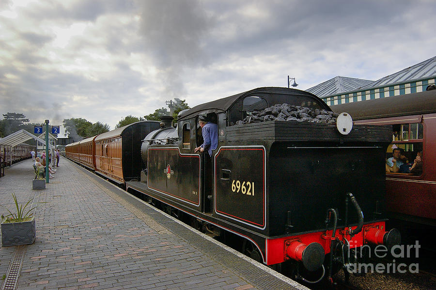 Ger Photograph - Class N7 0 6 0 2t 69621 Tank Locomotive by Simon Pocklington