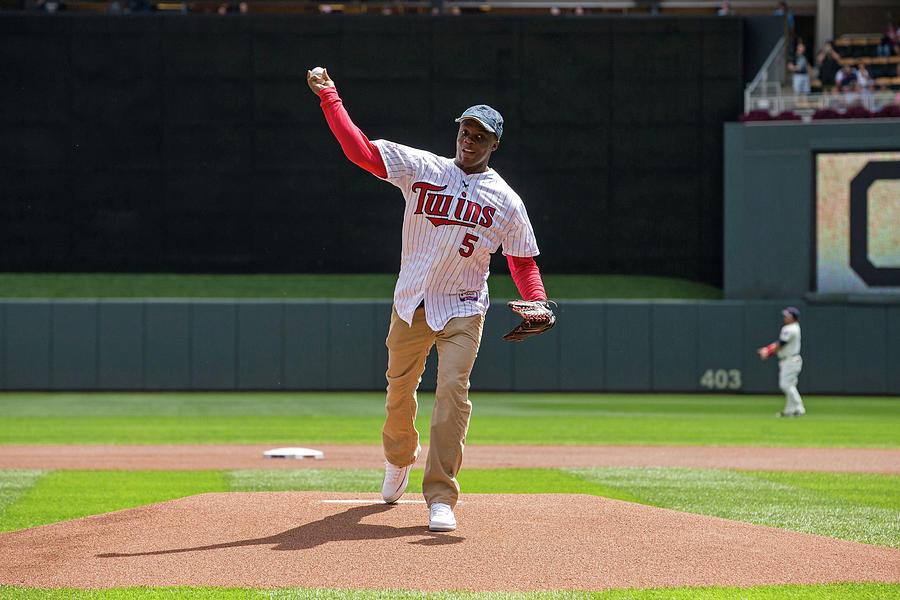 Cleveland Indians V Minnesota Twins Photograph by Brace Hemmelgarn