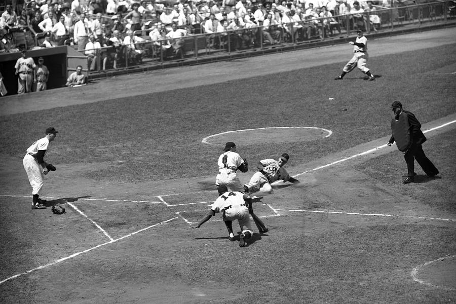 Cleveland Indians v New York Yankees Photograph by Kidwiler Collection