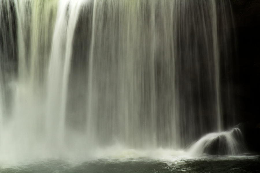 Kentucky Photograph - Close Up Of Cumberland Falls by Amanda Kiplinger