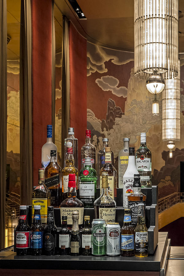 Nyc Photograph - Cocktail Hour by Susan Candelario