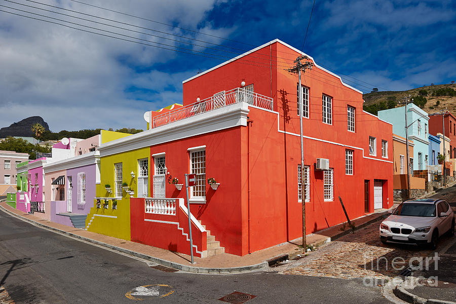 Farbaufnahme Photograph - colourful buildings in Bo-Kaap by Juergen Ritterbach