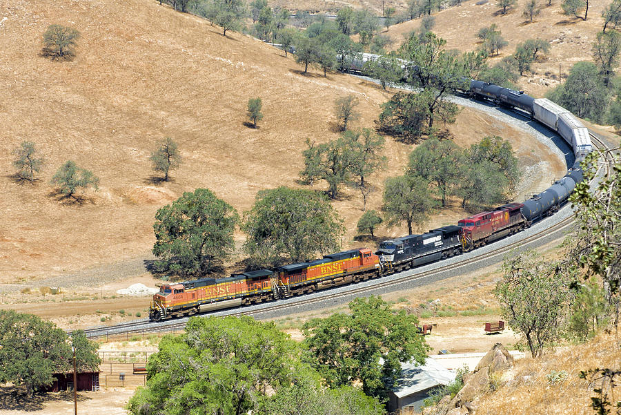 Bnsf Photograph - Comin Round The Mountain by Jim Thompson