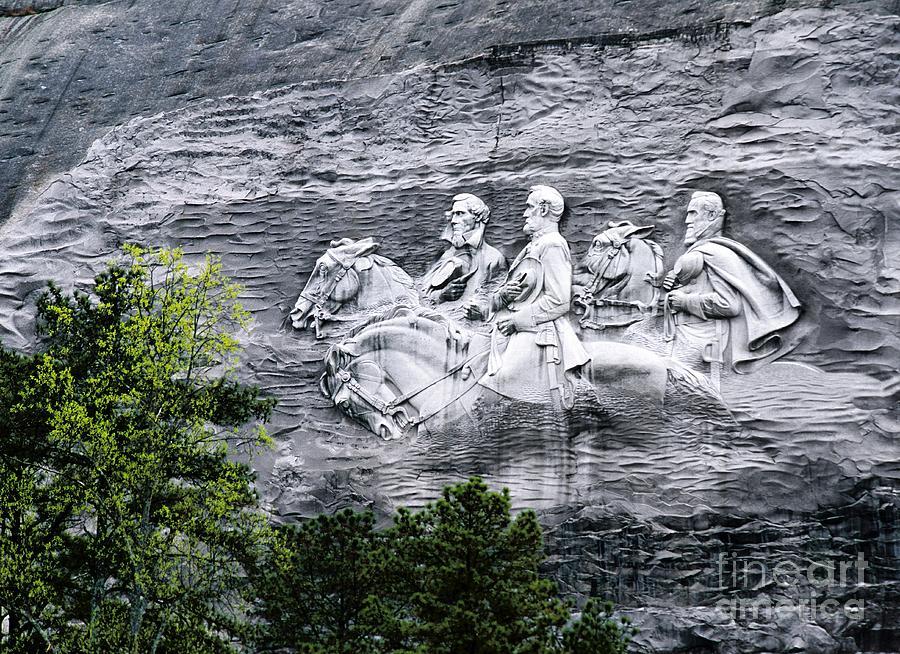 Confederate generals davis lee and jackson rock carving