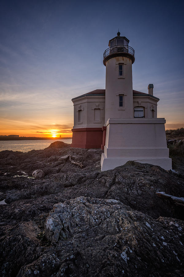Coquille Photograph - Coquille River Lighthouse Sunset by Joe Hudspeth