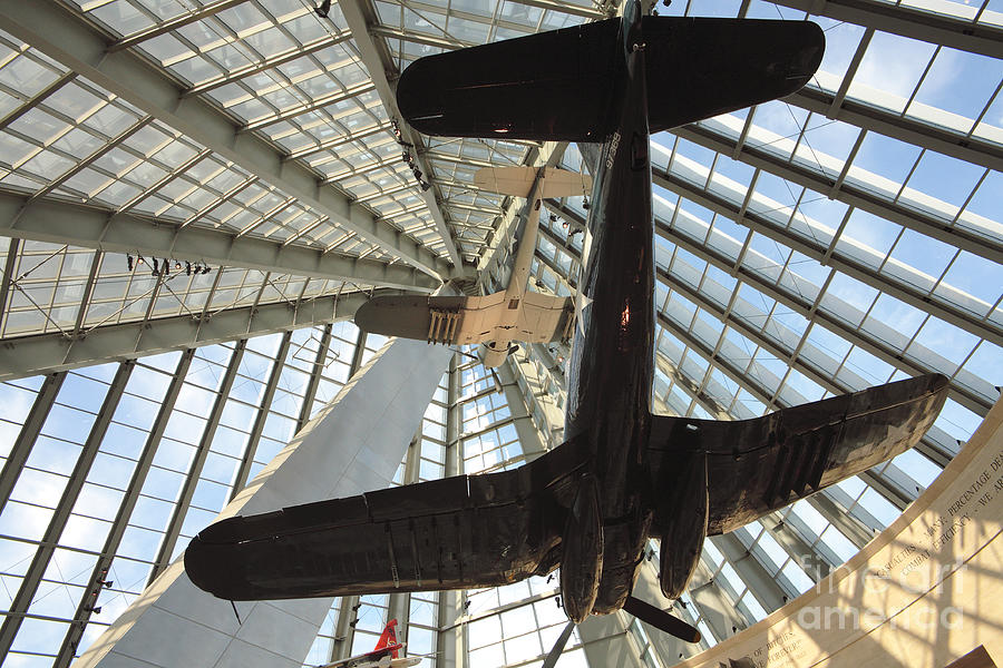 Corsair Photograph - Corsairs In The National Marine Corps Museum In Triangle Virginia by William Kuta