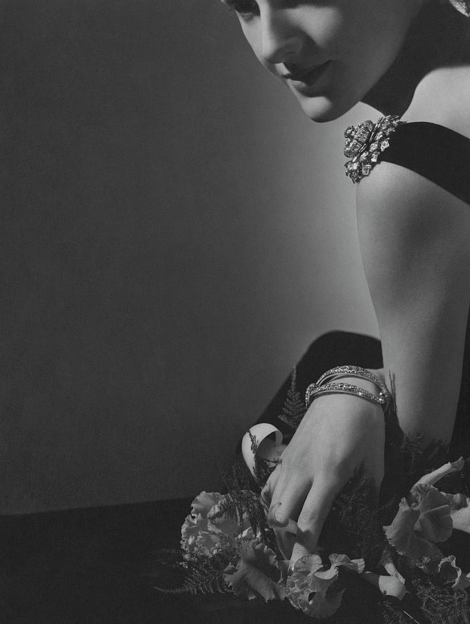 Countess Alain De La Falaise Wearing Cartier Photograph by Horst P. Horst