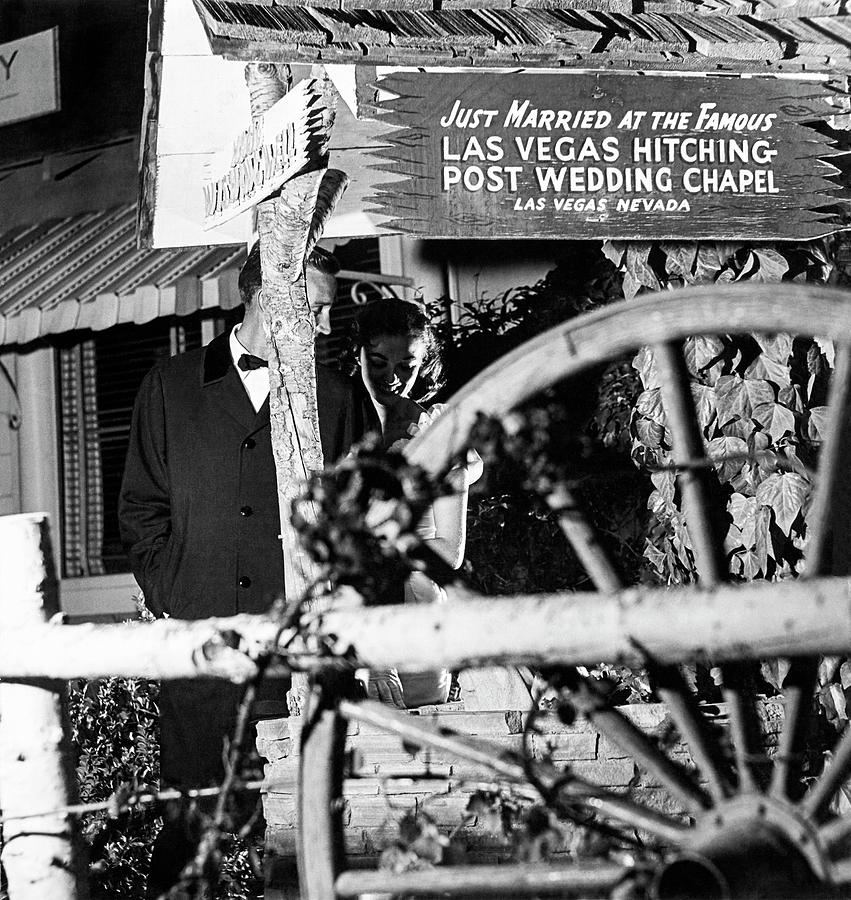 Couple At Las Vegas Hitching Post Wedding Chapel Photograph by Richard Waite