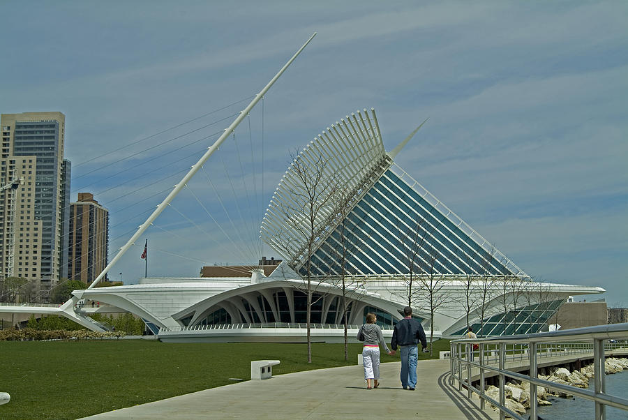 Architecture Photograph - Couple In Front Of Milwaukee Art Museum by Devinder Sangha