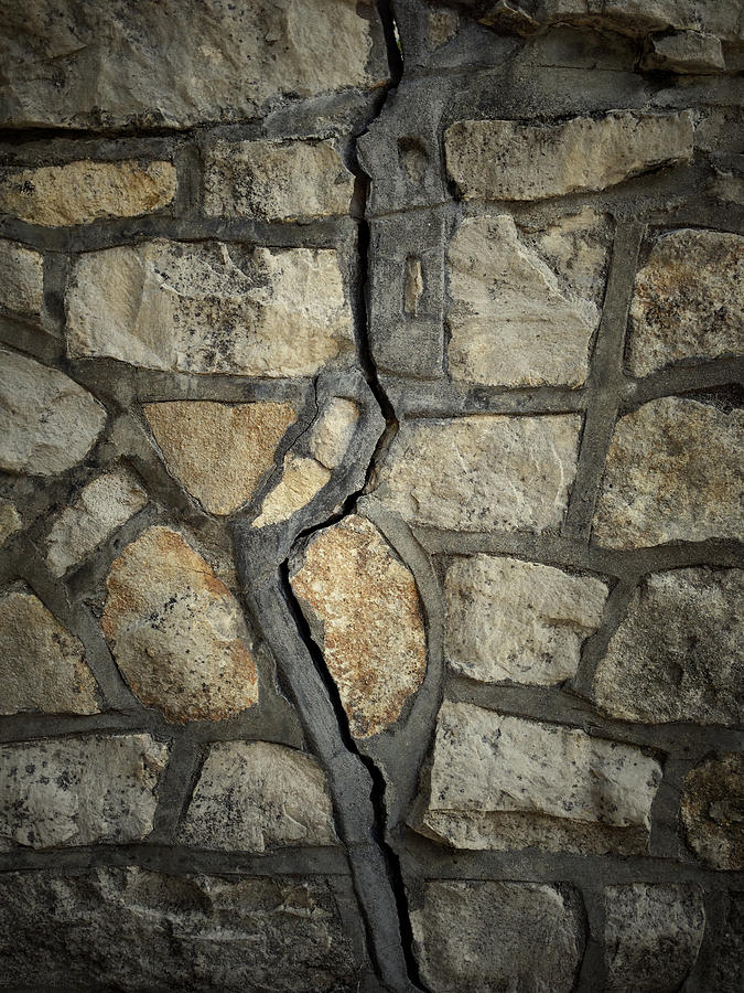 Close Photograph - Cracked Wall by Les Cunliffe