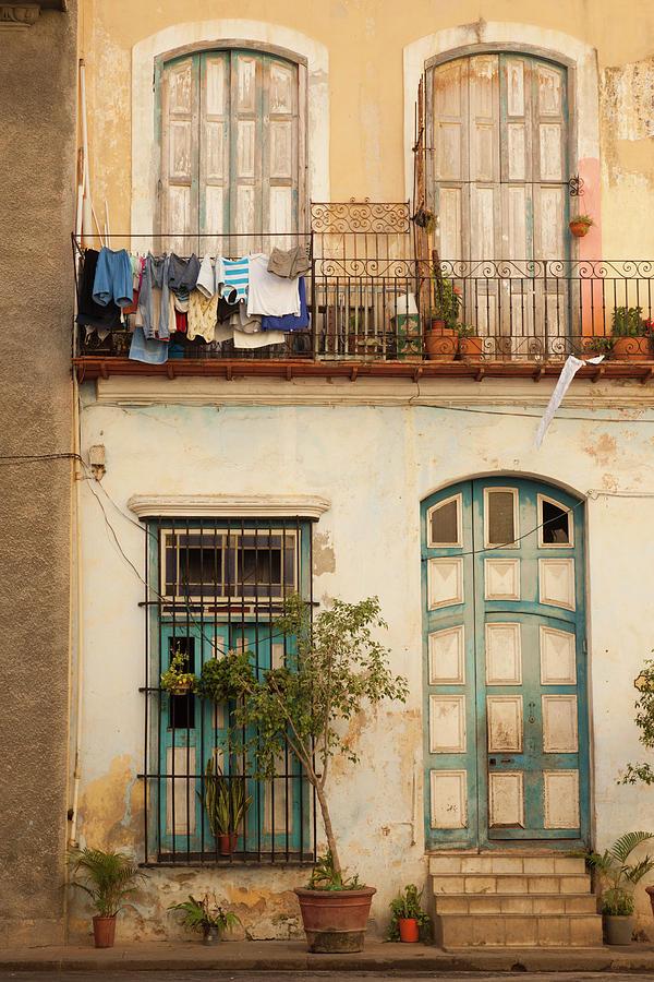 Building Photograph - Cuba, Havana, Havana Vieja, Old Havana by Walter Bibikow