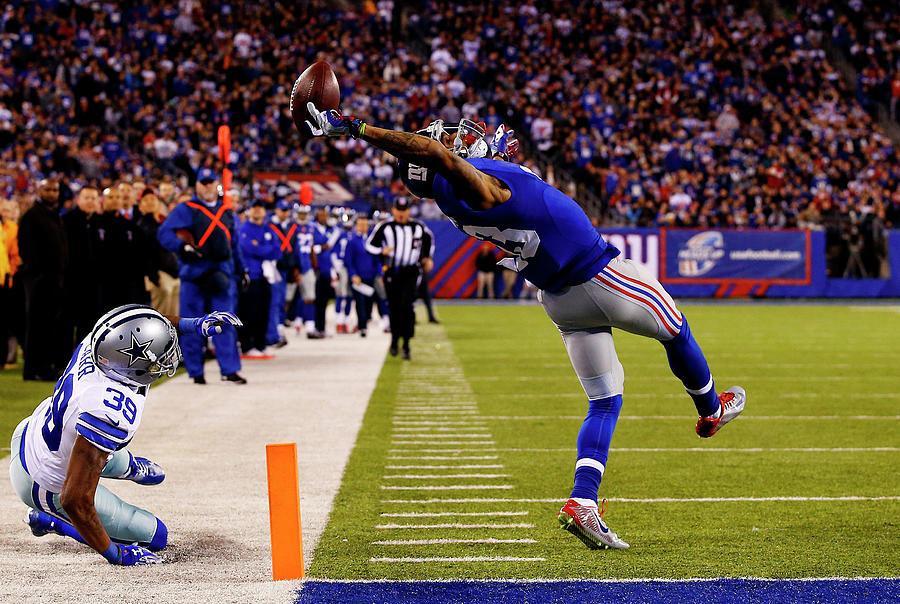 Dallas Cowboys V New York Giants Photograph by Al Bello