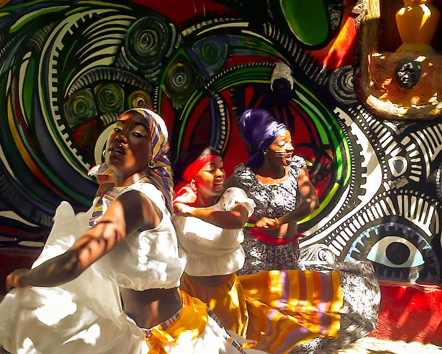 Dancers Photograph - Dancers Of Callejon De Hamel by Trish Oliveira