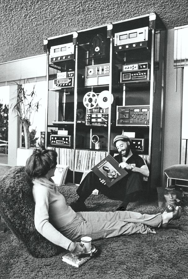 David And Kathleen Bendett In Their Living Room Photograph by Henry Clarke