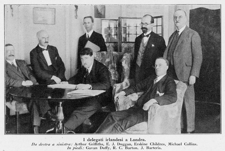 Events Photograph - Delegation In London Including  Arthur by Mary Evans Picture Library