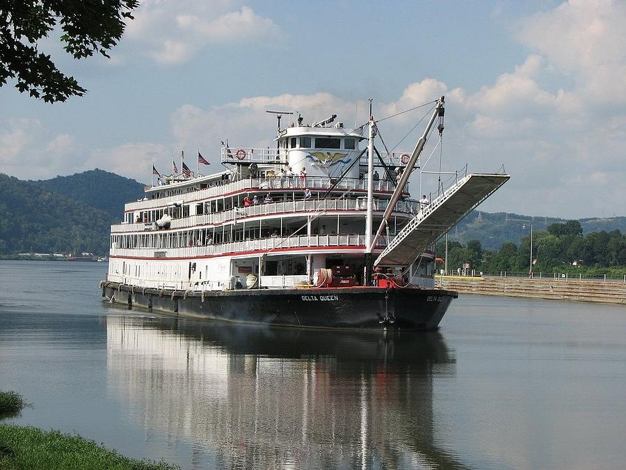 Delta Queen Photograph - Delta Queen On Ohio River by Willy  Nelson