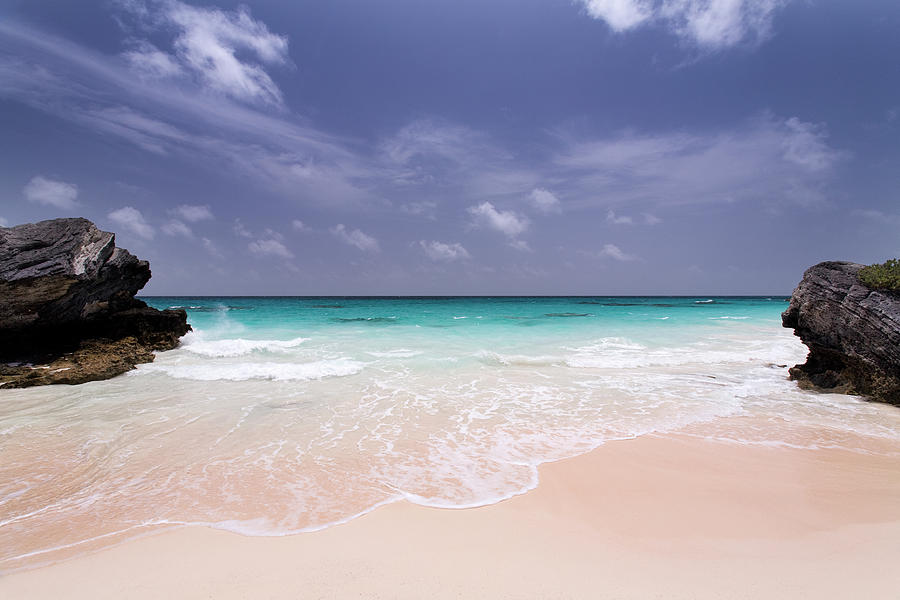 Deserted Pink Sand Beach In Bermuda Photograph by Zxvisual