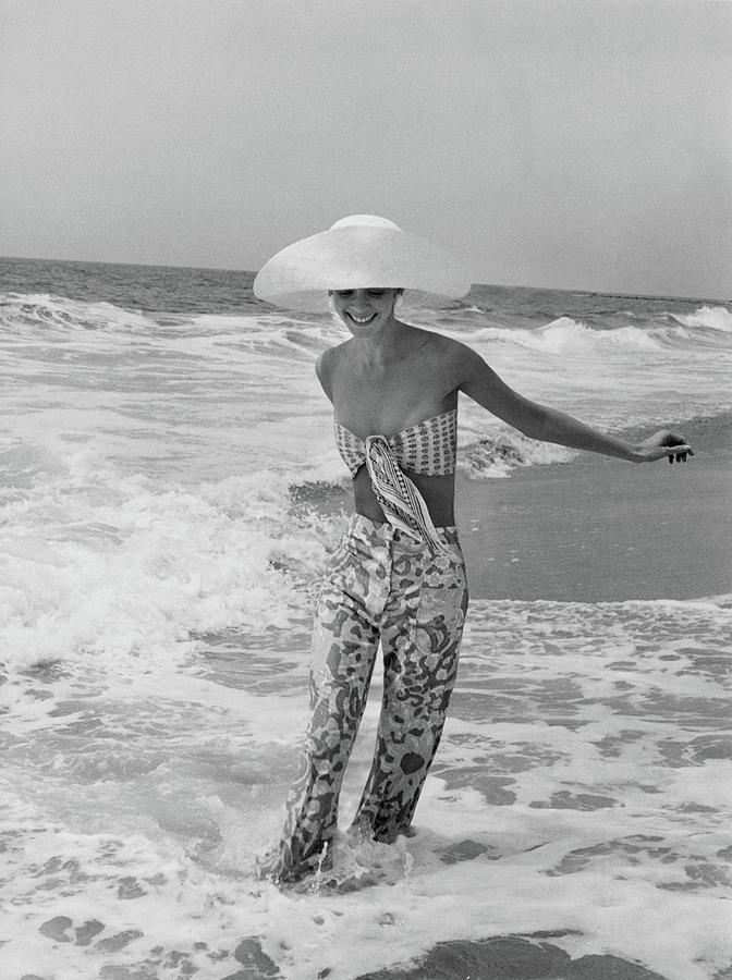 Diana Ewing Playing At A Beach Photograph by John Shannon