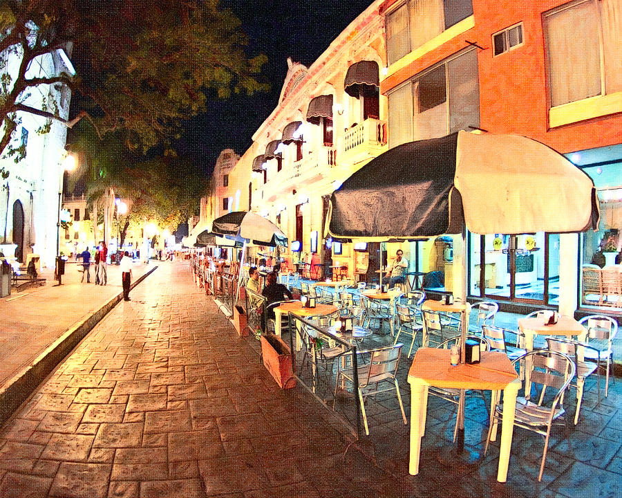 Al Fresco Dining Photograph - Dining Al Fresco In Merida by Mark Tisdale