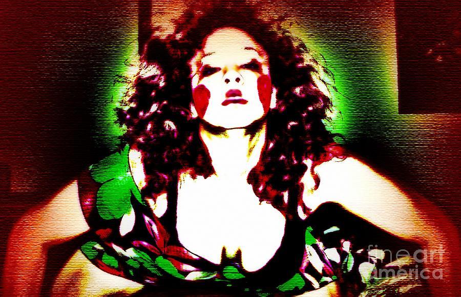 Color Photograph - Distinctive by Jessica Shelton