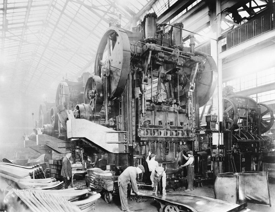 Human Photograph - Dodge Brothers Automobile Factory, 1915 by Science Photo Library