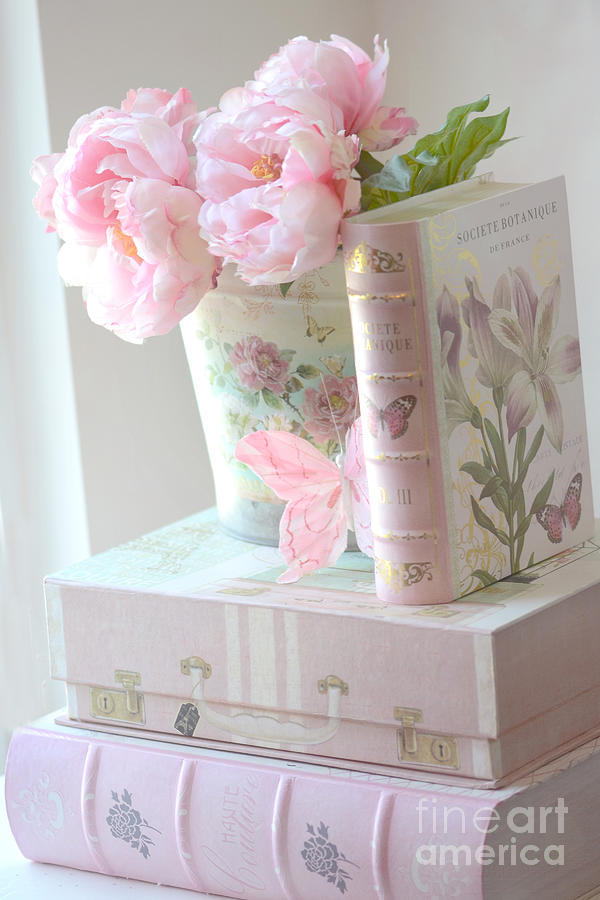 Dreamy shabby chic pink peonies and books romantic for Photo shabby chic