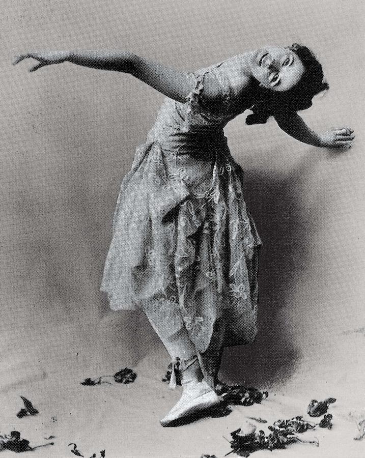 Vertical Photograph - Duncan, Isadora 1878-1927. � by Everett