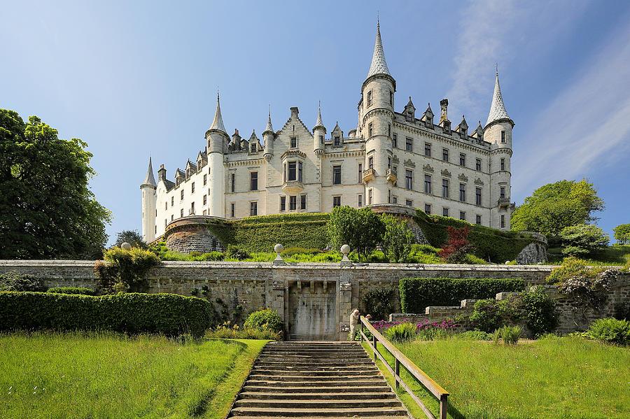 Dunrobin Castle ist ein Schloss an der Ostküste von Schottland knapp zwei  Kilometer nördlich von Golspie 4003b601ea52f