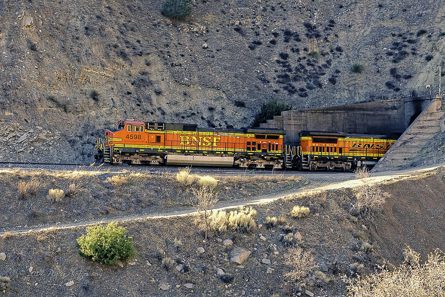 Bnsf Photograph - Eastbound Ascending by Jim Thompson