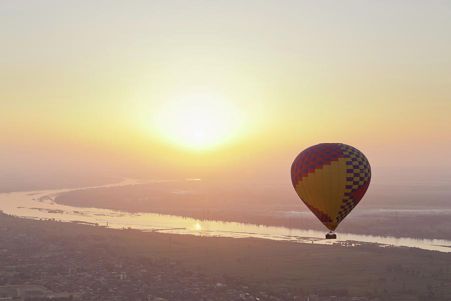 Egypt, View Of Hot Air Balloon Over Photograph by Westend61