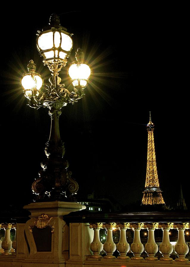 Eiffel Tower Photograph - Eiffel Tower by Babak Tafreshi/science Photo Library