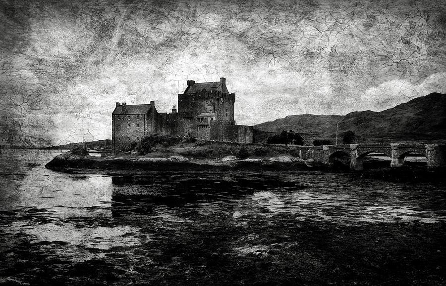 Eilean Photograph - Eilean Donan Castle In Scotland Bw by RicardMN Photography