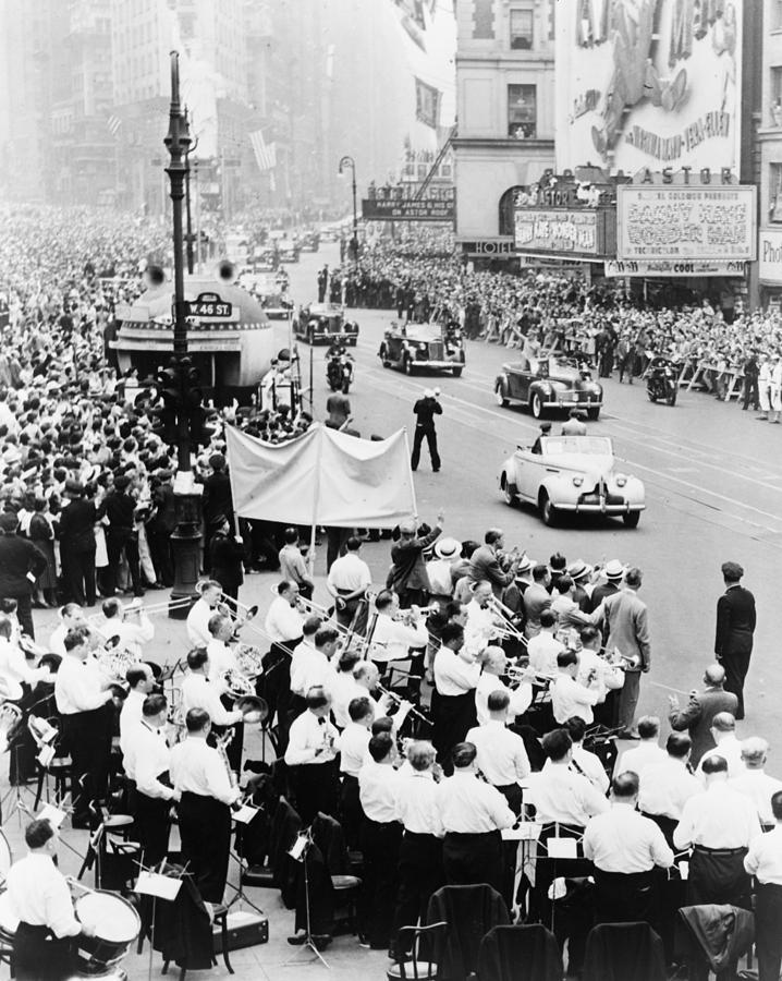 1945 Photograph - Eisenhower Victory Parade by Granger
