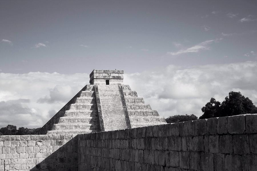 Chichen Itza Photograph - El Castillo by Richie Stewart