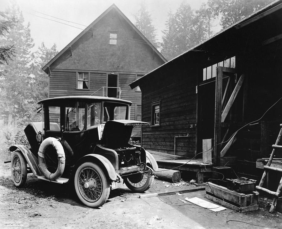 1919 Photograph - Electric Car, C1919 by Granger