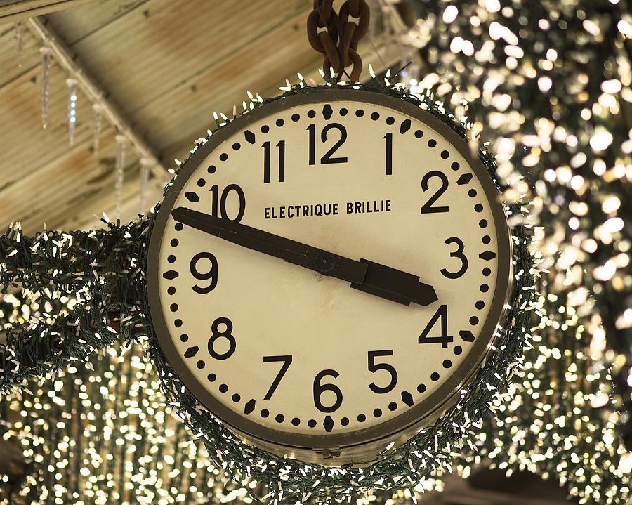 Chelsea Market Photograph - Electrique Brillie Clock In Chelsea Market by Rona Black