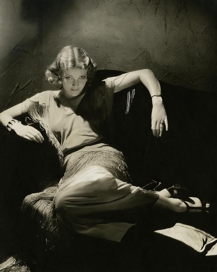 Elissa Landi Posing On A Sofa Photograph by Edward Steichen