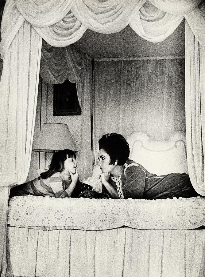 Elizabeth Taylor With Her Daughter Photograph by Henry Clarke